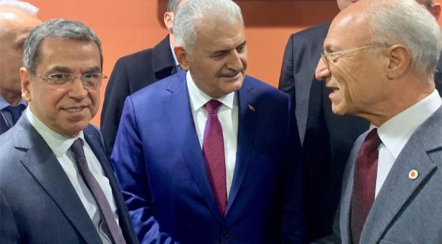 """Solda: Tüketici Başvuru Merkezi Onursal Başkanı Aydın Agaoğlu. Agaoglu, """"Bir sorun çözüldü. Kardeşlerimizin cezası iptal oldu. İlgililere teşekkür ederiz"""" dedi."""