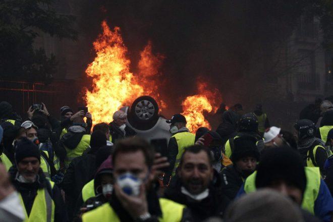 Fransa'da gösterilere dün de devam edilirken, bugün yapılması planlanan görüşme iptal edilmişti.