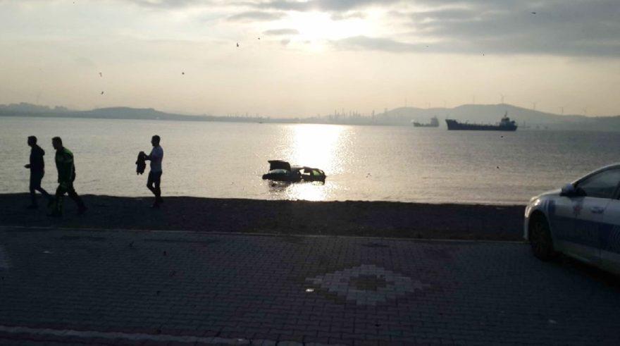 Sürücü ve yolcular araçla birlikte denize uçtu. İHA