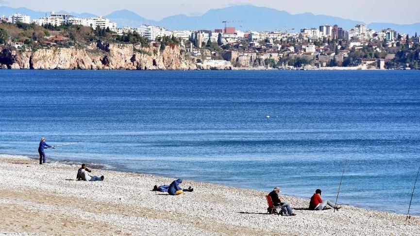 Antalya'da güneş yüzünü gösterdi