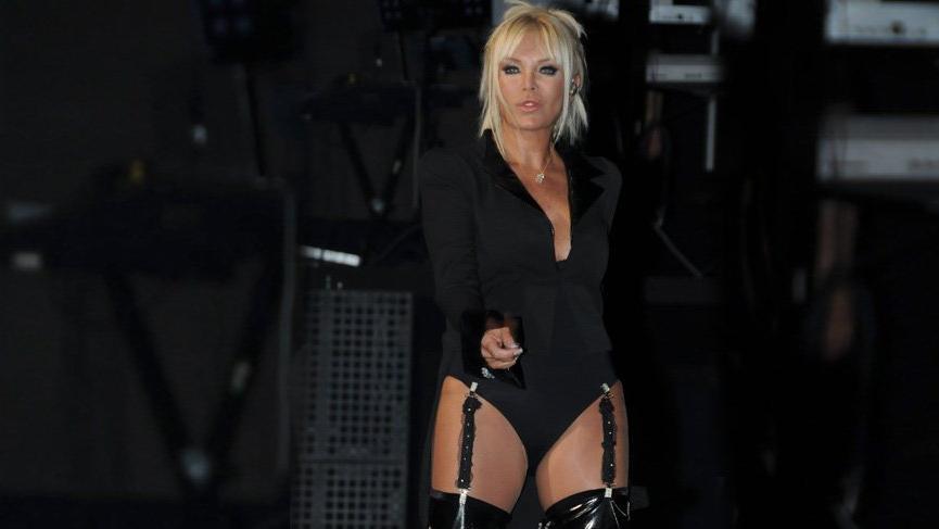 Ajda Pekkan yılbaşı için 300 bin TL'lik elbise sipariş etti