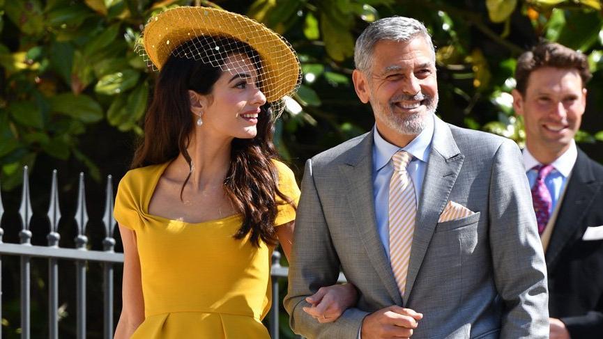 Amal Clooney'in sarı elbisesi satışa çıktı
