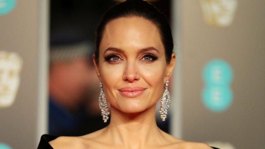 Jolie'den siyasete yeşil ışık!
