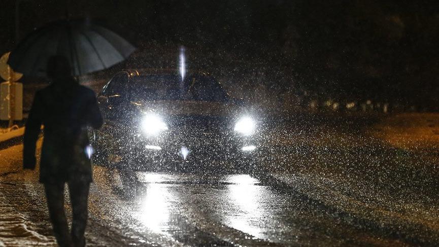 Başkent Ankara'da mevsimin ilk karı yağdı