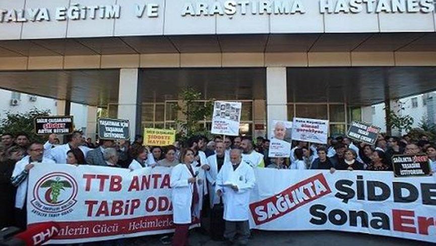 Doktorlardan şiddete karşı eylem