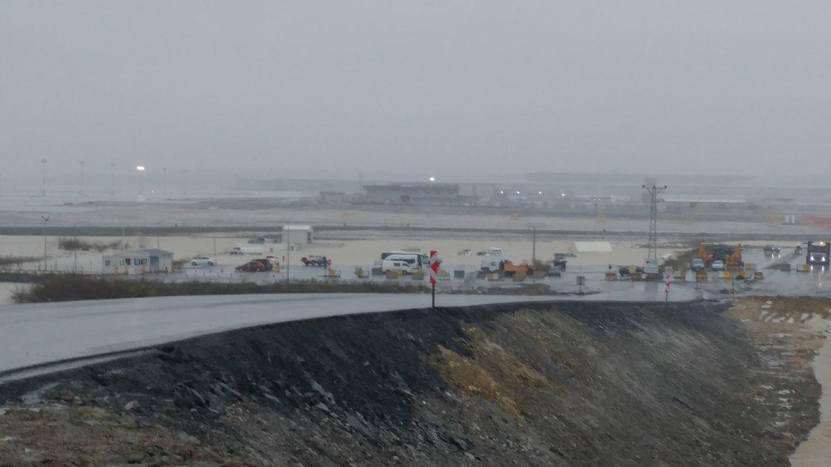 Yeni İstanbul Havalimanı şantiye alanını su bastı!