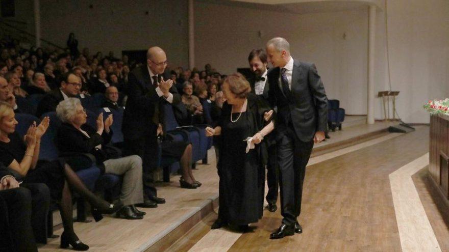 Sezer ve eşi ödül törenine katıldı
