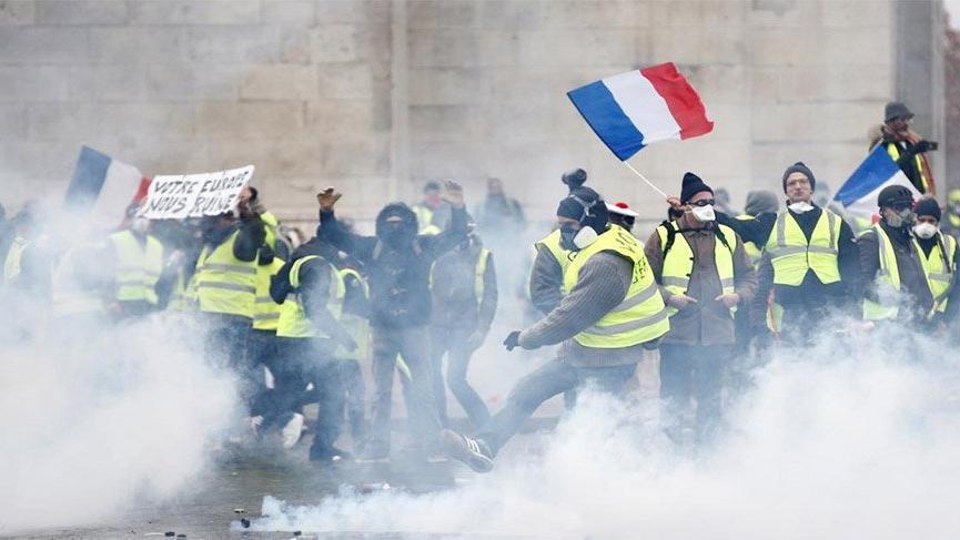 Fransa Başbakanı Philippe: Fransızların öfkesini duyduk, mesajı aldık