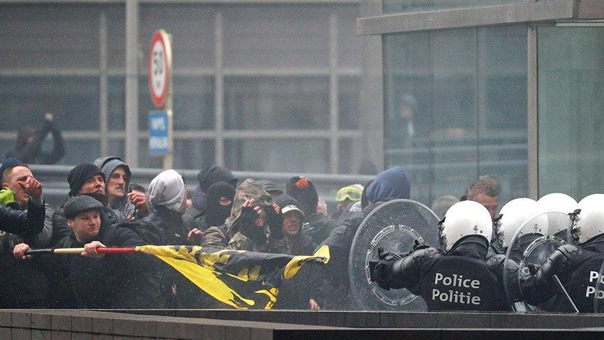 Brüksel'de aşırı sağcılar AB binasına saldırdı