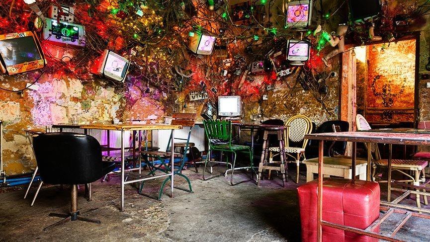 Şaşırtıcı dekorasyonlarıyla Budapeşte'nin harabe barları