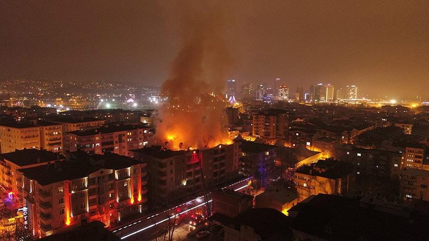 Bursa'da 7 katlı binada yangın!