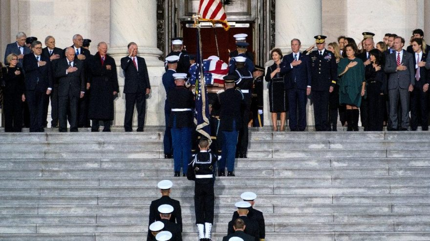 Baba Bush son yolculuğuna uğurlandı