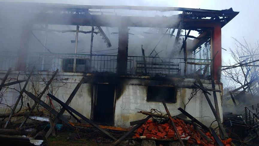 Yangında evleri küle döndü; kış ortasında evsiz kaldılar