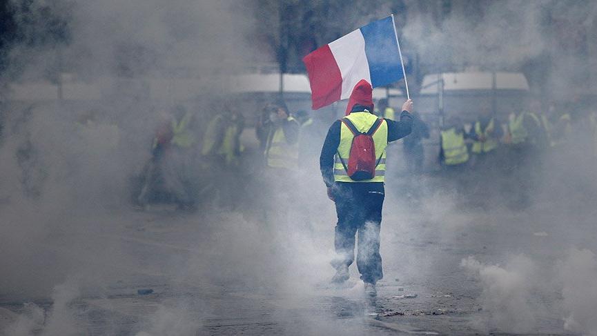 Son dakika... Fransa'da akaryakıt zammı iptal edildi