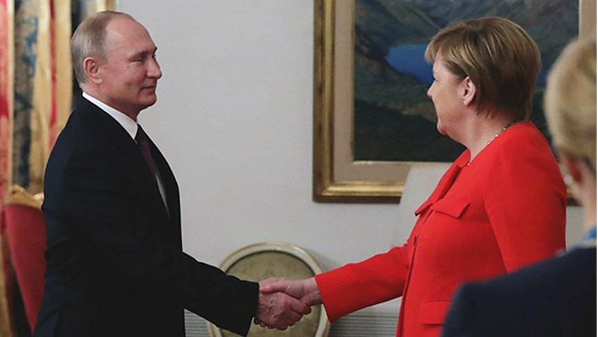 Merkel, Putin'i 4 zirve konusunda ikna etti!
