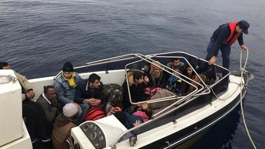 Çeşme'de 23 göçmen yakalandı