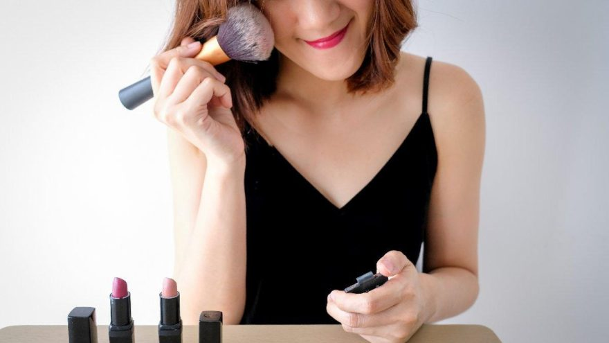 Hadi ipucu sorusu (19 Aralık): Islak ve parlak görünüm veren makyaj tekniğini nedir? Hadi ipucu…