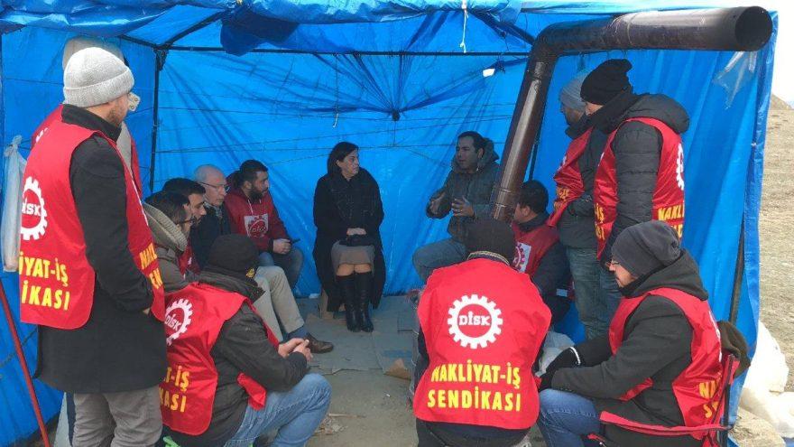 İşten çıkarıldıkları için çadırda eylem yapan işçilere milletvekillerinden destek