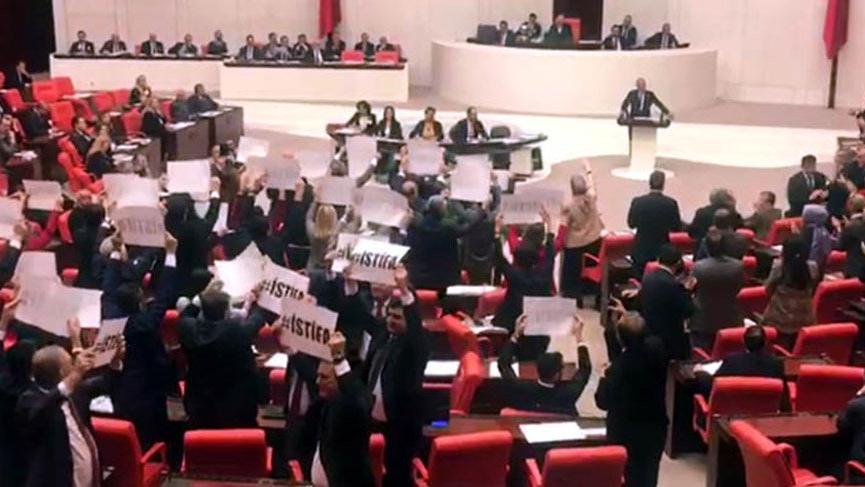 CHP'lilerden Meclis'te istifa protestosu