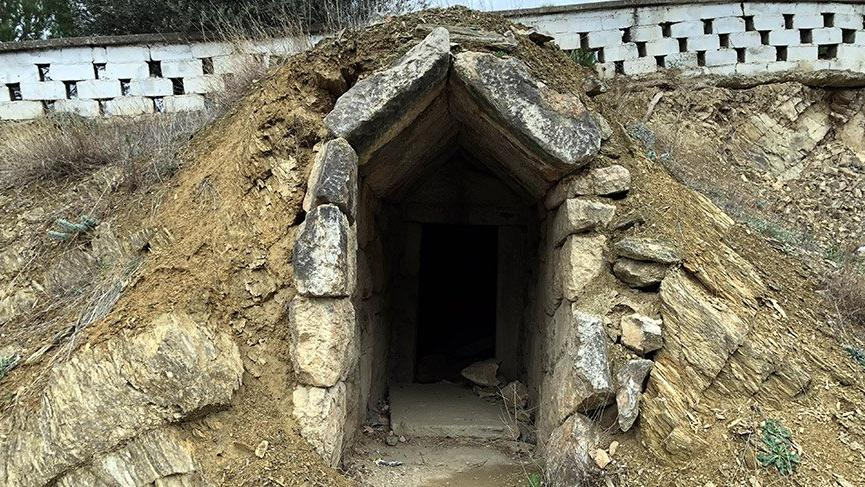 2 bin 500 yıllık mezar odaları talan ediliyor