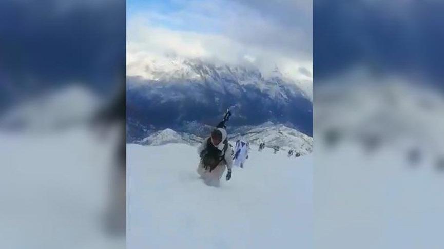 Mehmetçik kar kaplı dağlarda terörist kovalıyor