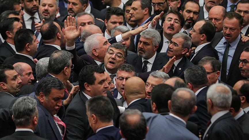 Son dakika: Meclis'te FETÖ kavgası!