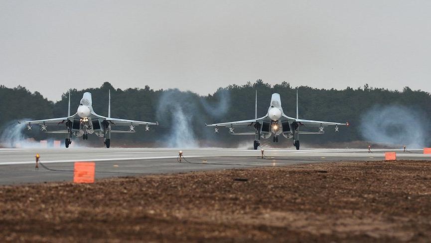 Rusya'nın Kırım'daki yeni askeri havaalanı faaliyete başladı