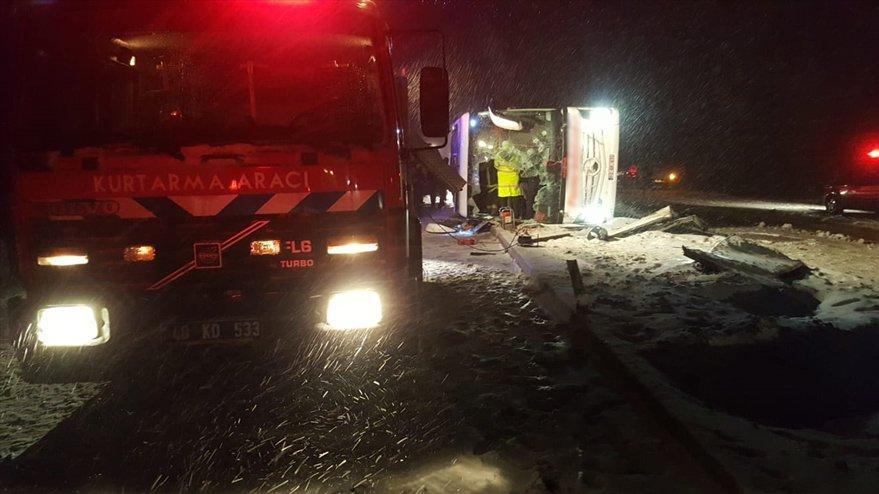 Kırşehir'de yolcu otobüsü devrildi! Ölü ve yaralılar var