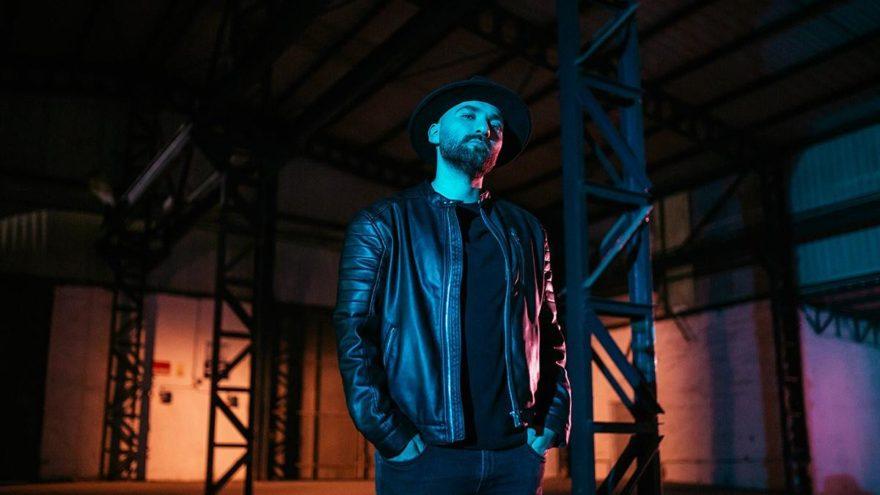 İlk single'ının klibini ünlü yönetmene emanet etti