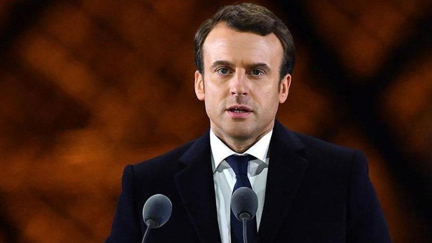 Macron Sırbistan ziyaretini erteledi