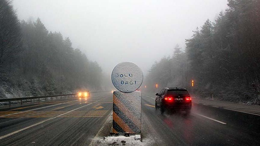 Bolu Dağı'nda ulaşıma kar ve sis engeli!