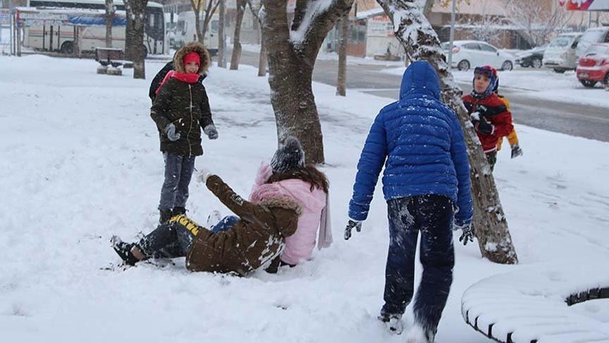 Silivri'de kar kalınlığı 10 santime ulaştı!
