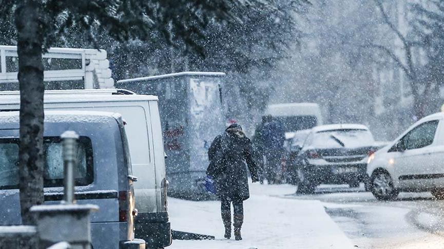 Başkent'te kar ulaşımı zorlaştırdı