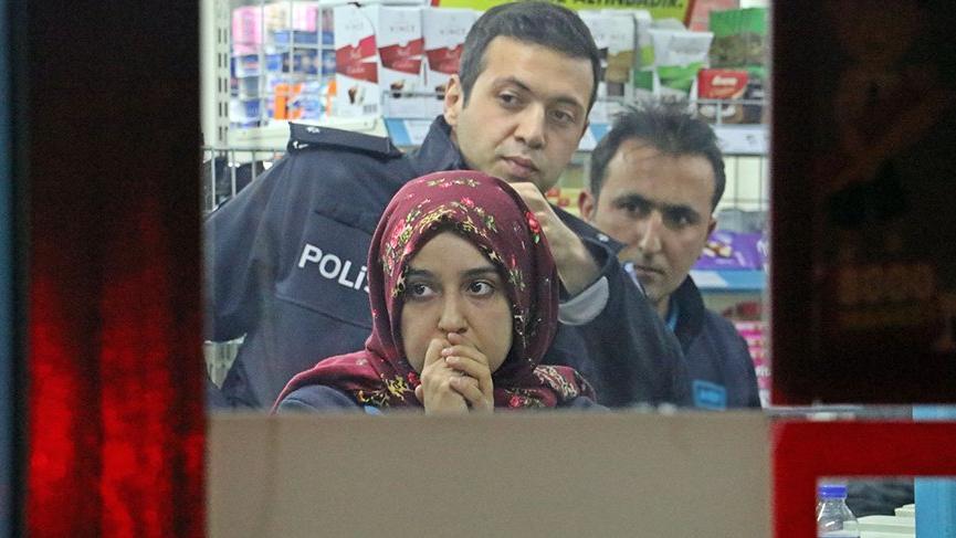 Antalya'da markete giren kasklı gaspçı, 3 bin lirayı alıp kayıplara karıştı