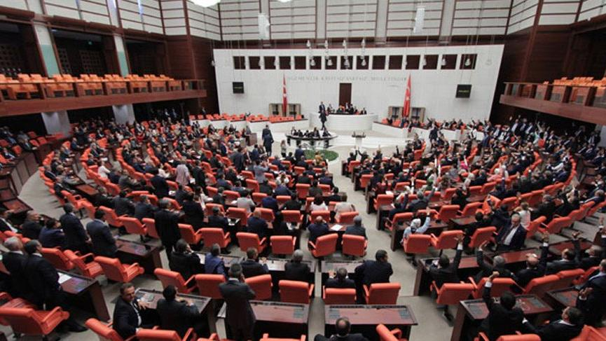 Meclis'te 'Ne mutlu Türküm diyene' tartışması