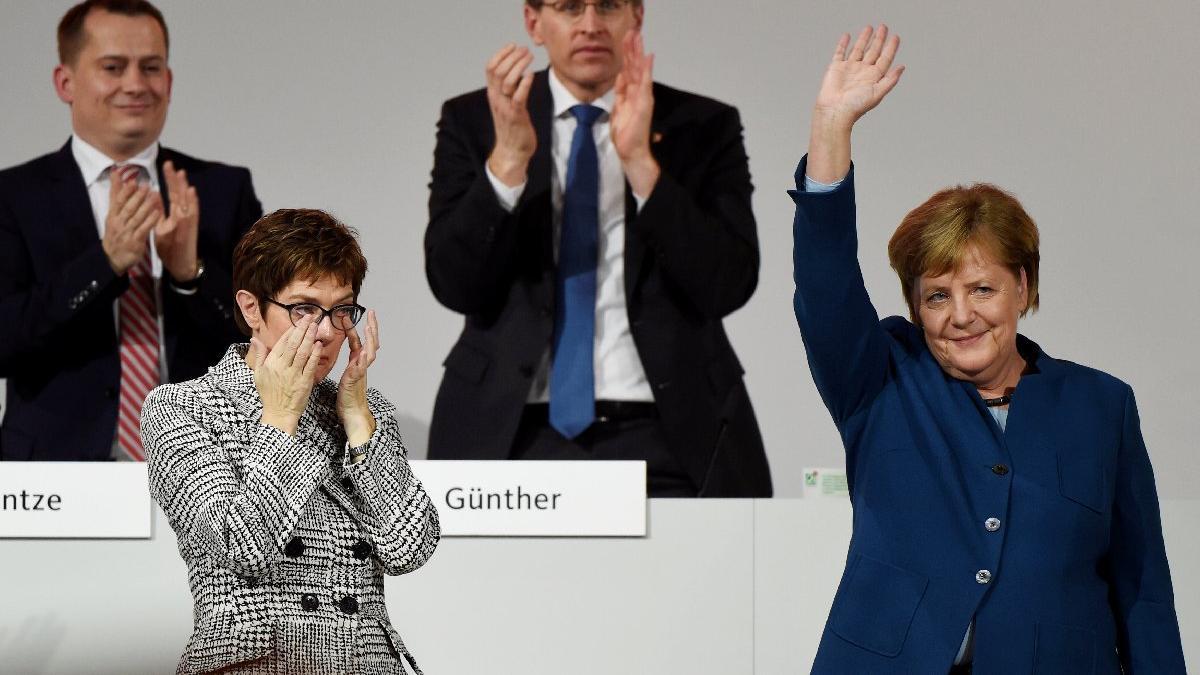 Merkel'den 18 yıl sonra veda! Halefi gözyaşlarına boğuldu
