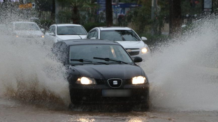 Mersin'de beklenen yağışlar başladı!