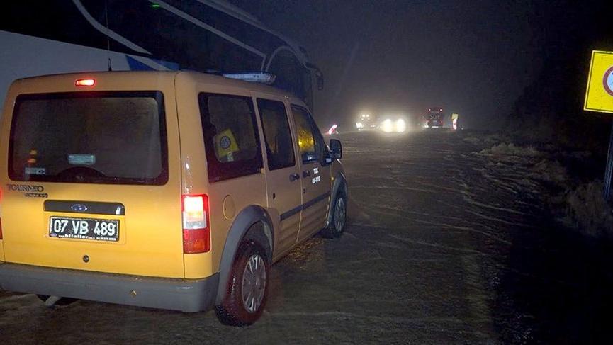 Fethiye - Antalya karayolu sel sebebiyle ulaşıma kapandı