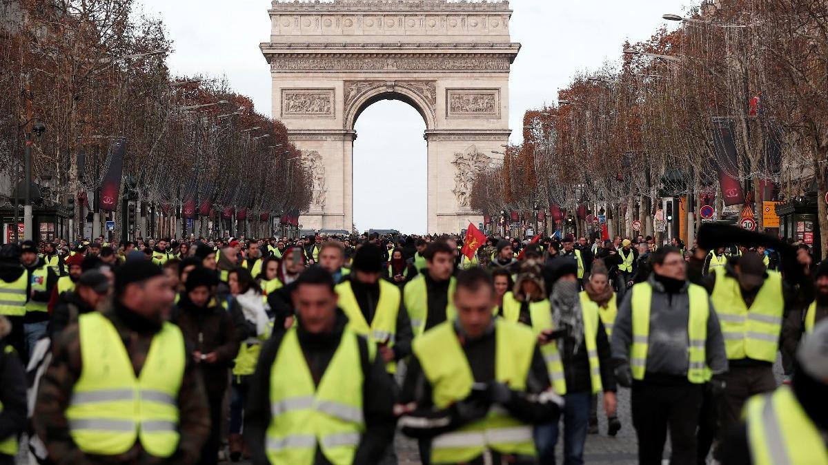 Nefesler tutuldu, binlerce polis teyakkuzda! Paris'te Sarı Yelekliler alarmı
