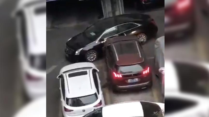 Yanlış park eden araçlara bulduğu çözüm ortalığı salladı! En çok izlenen görüntü oldu