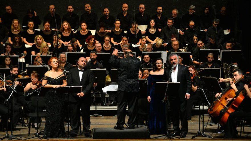 Neşet Ertaş'ın eserleri 'senfonik' olarak seslendirildi