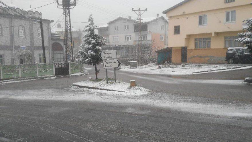 Zonguldak'a yılın ilk karı yağdı