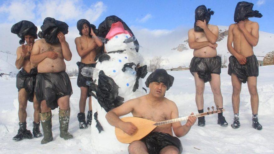 Aydın Aydın, poşet yasasına destek için kar banyosu yaptı