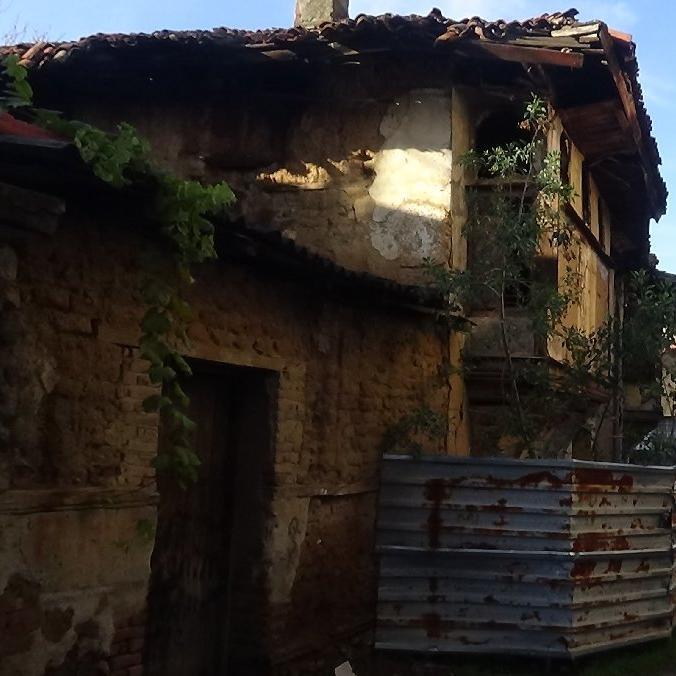 Tarihi ev kuvvetli yağışa dayanamadı