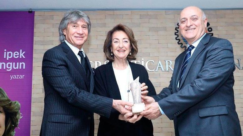 Mersin Kenti Edebiyat ödülü İpek Ongun'a verildi