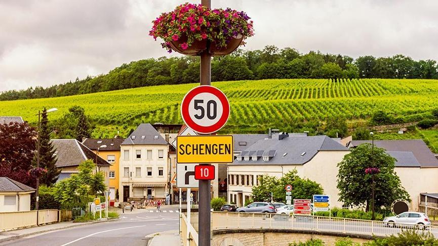 Avrupa'da seyahati değiştiren köy: Schengen