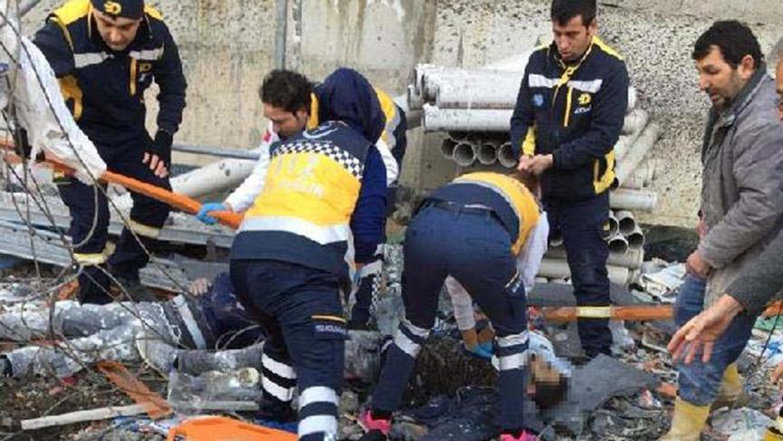 Yalıtımı yapılan binada iskele çöktü: 1 işçi öldü, 1 işçi yaralı