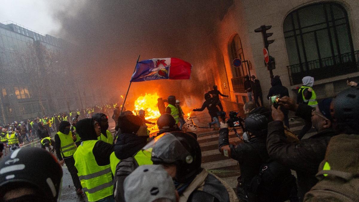 Fransa diken üstünde... Saldırganların yarattığı kaos her şey yatışınca gözler önüne serildi