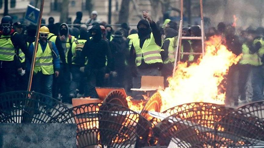 Son dakika: Fransa yine karışacak! Sarı Yelekliler'den gösteri çağrısı!
