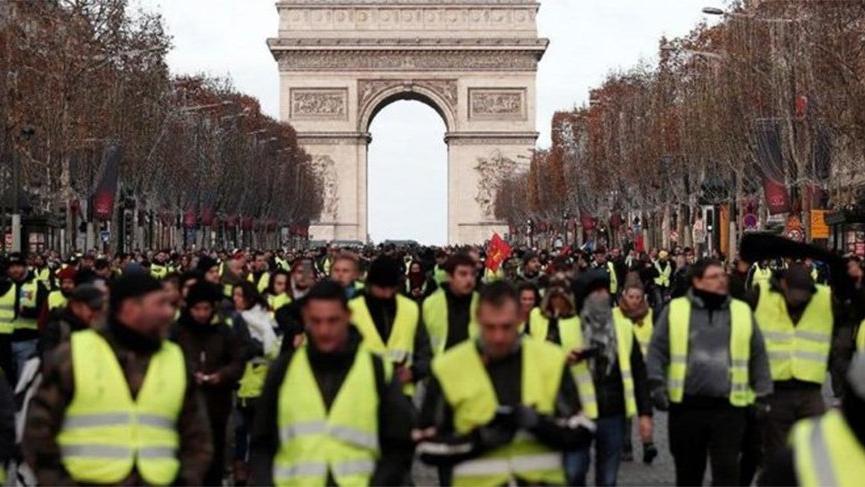 Fransa'da sarı yeleklilerden 200 yolda kapatma eylemi!